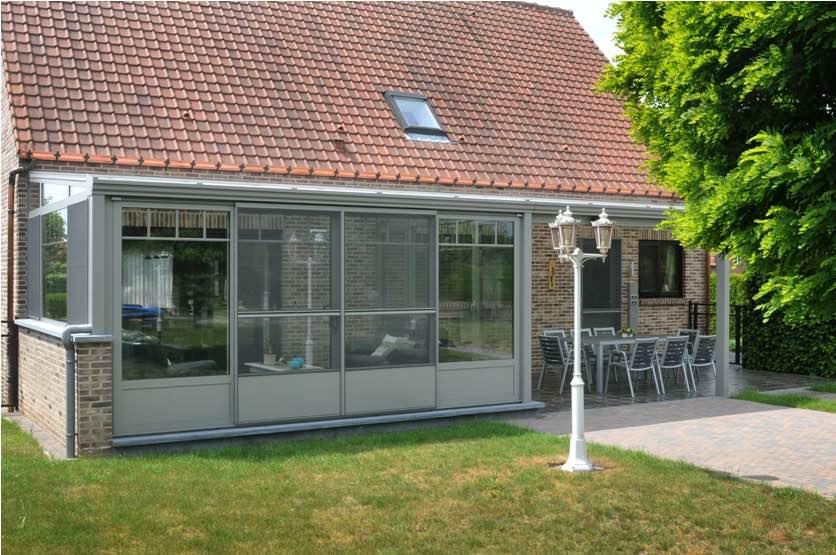 Nieuw glazen dak met veiligheidsglas voor carport