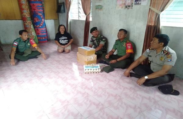 Sinergitas TNI-POLRI di Daerah Perbatasan RI-Malaysia, Sisihkan Uang Gaji Dalam Membantu Masyarakat