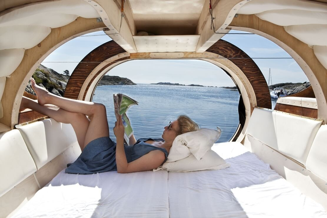 02-Relaxing-inside-Erik-Pirolt-Architecture-with-the-Flying-Pod-www-designstack-co