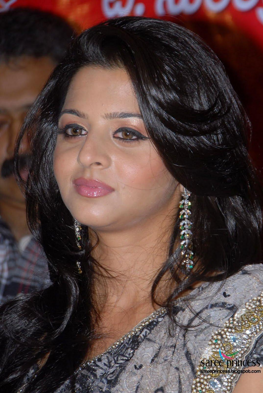 Zarine Khan Cute Wallpaper Vedhika Kumar Indian Cute Actress Photoshoot In Black