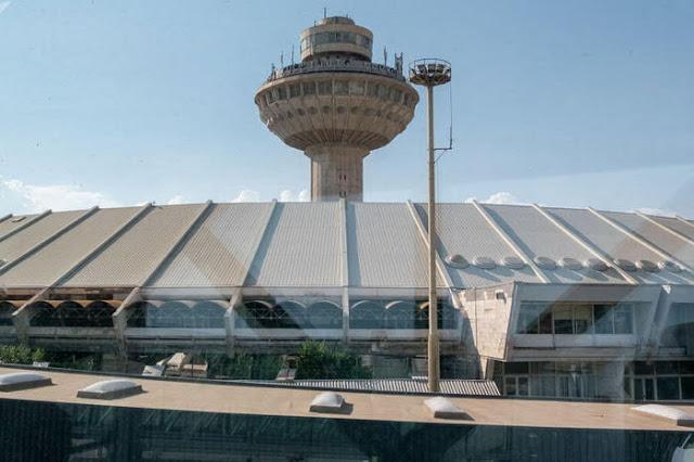 El aeropuerto Zvartnots podría cambiar a Charles Aznavour