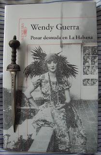 Portada del libro Posar desnuda en La Habana, de Wendy Guerra