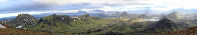 Espectacular vista de todo el valle y el lago donde se asienta el campamento de Alftavatn