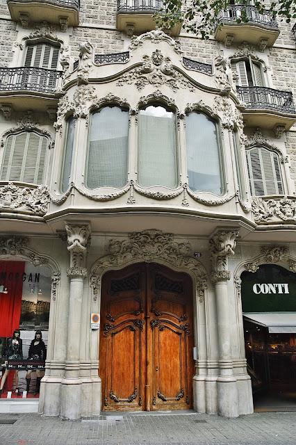Casa Evarist Juncosa by Salvador Viñals i Sabater, Rbla. Catalunya, 78, Barcelona, Spain