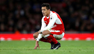 Sanchez Seems To Be Getting Angry With This Arsenal Midfielder