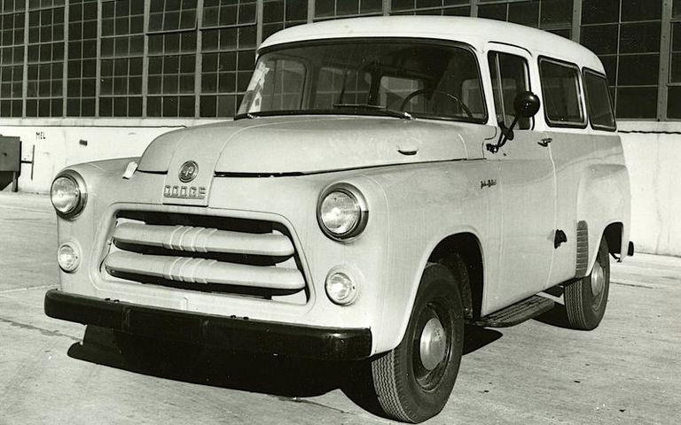دودج SUV Town Wagon