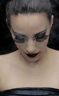 woman-with-huge-false-lashes.jpeg