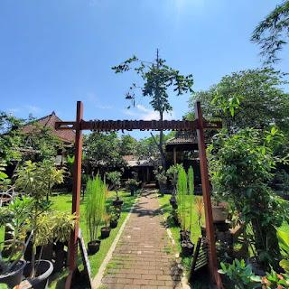 Arsitektur Jawa Waroeng Djoglo