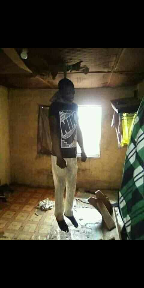 SUICIDE-A UNIVERSITY OF IBADAN STUDENT HANGS HIMSELF TO DEATH