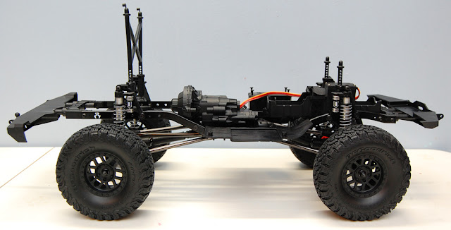 Axial SCX10 II chassis side
