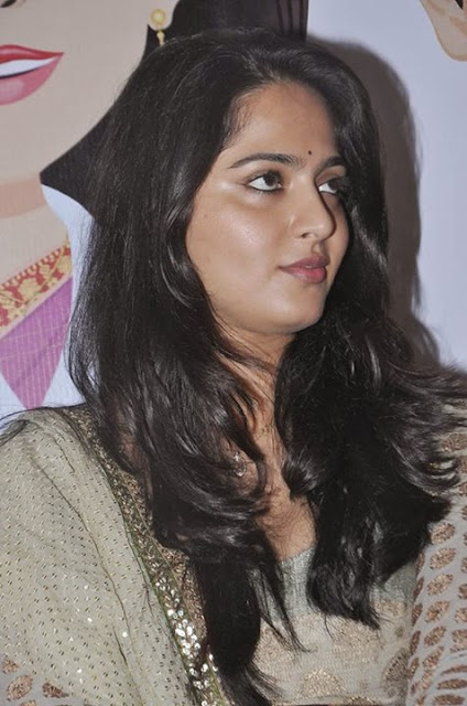 Anushka Shetty latest Hottest Unseen Erotic Images Seducing Gallery Navel Queens
