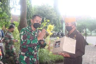 Peringati HUT Kodam V/Brw dan HJK Kodim 0820/Probolinggo Berbagi Sembako