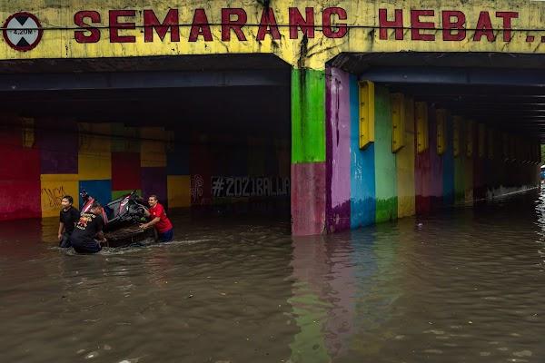 Semarang Dikepung Banjir, Buzzer Diam Saja, Loyalis Anies: Gak Ada Yang Bayar