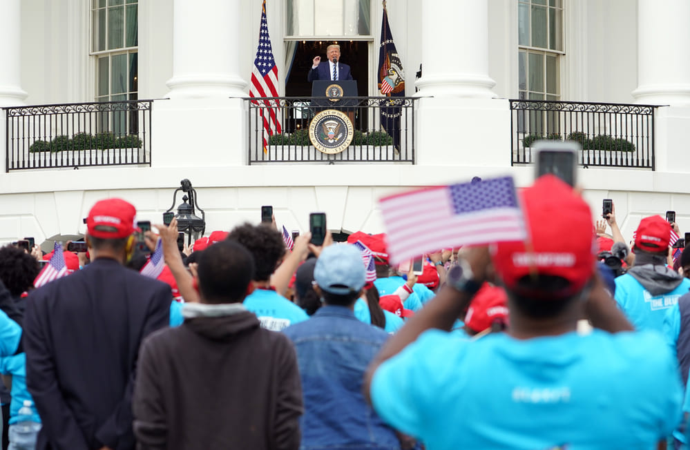 Trump reapareció en público en un acto de campaña diez días después del positivo en coronavirus