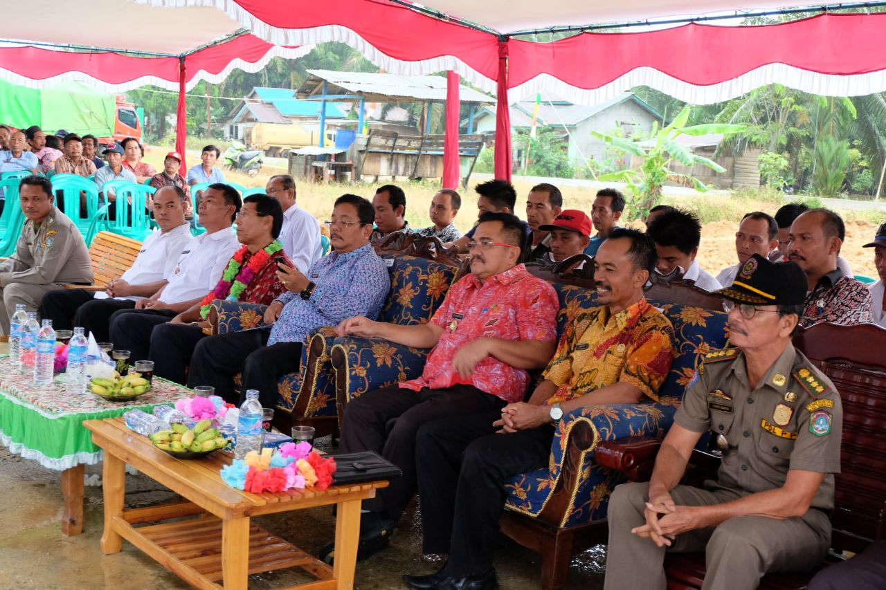 Foto 5: Peresmian Empat Pasar Rakyat di Kabupaten Sekadau di Resmikan oleh Bupati Sekadau, Jumat (6/4/2018).