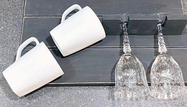 How to Tell Time - Coffee Mug and Wine Glass Rack
