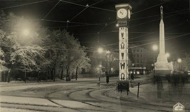Вторая половина 1930-х годов. Rīga. Brīvības bulvāris naktī. Часы уже с привычной рекламой
