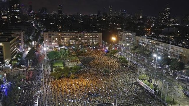 Thousands of Israelis protest prime minister Benjamin Netanyahu's coalition deal amid corruption probe