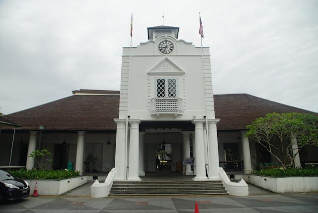 Bangunan The Old Court tempat tempat pemerintahan Brooke berjalan