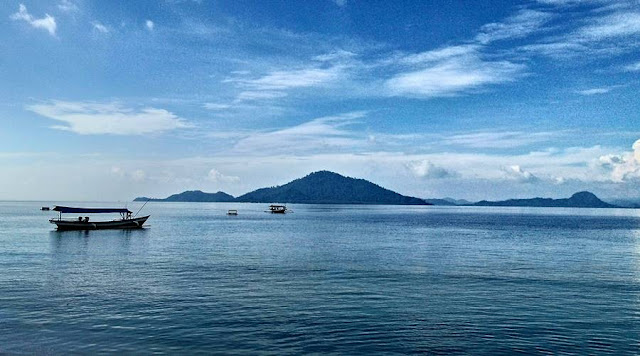 [FOTO] Kecantikan Pemandangan Laut Di Pantai Klara Lampung Yang Terekam Kamera Smartphone : Biru