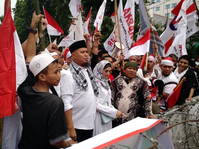 Ahmad Dhani ditemani Istri, ikut demo 4 November
