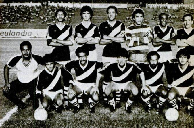 Jogadores do Mixto Esporte Clube enfileirados no Estádio Verdão (Jose Fragelli) em 1985 pelo Campeonato Nacional (Brasileiro)