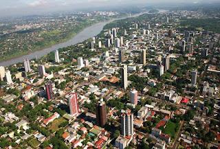 Las Tiendas Francas impulsada por el gobierno brasileño en 32 ciudades de fronteras operarán bajo un régimen aduanero especial, según se desprende de las dos presentaciones realizadas por la Receita Federal (RF) en Foz de Yguazú. La primera en un seminario y la segunda en una audiencia pública.