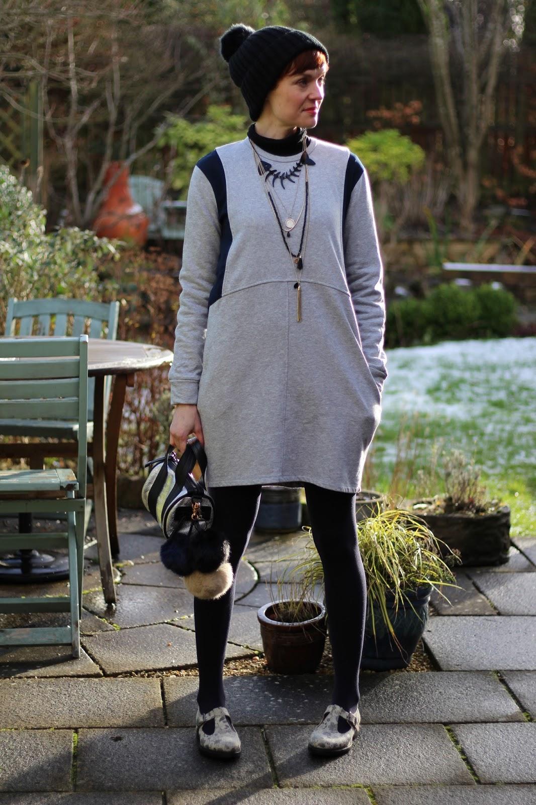 Fake Fabulous   Sweatshirt dress, over 40.