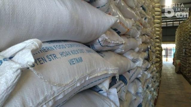 3.000 Ton Beras Impor Vietnam Ngendon di Banyuwangi Sejak 2018