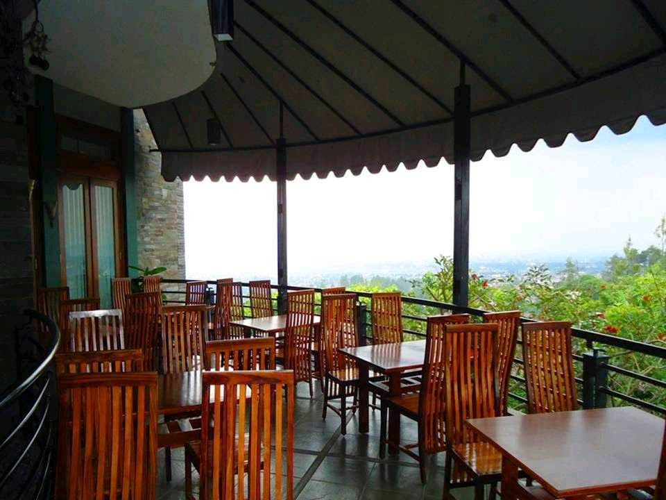 2 Tempat Wisata Kuliner yang Terkenal di Bandung - Stone Cafe