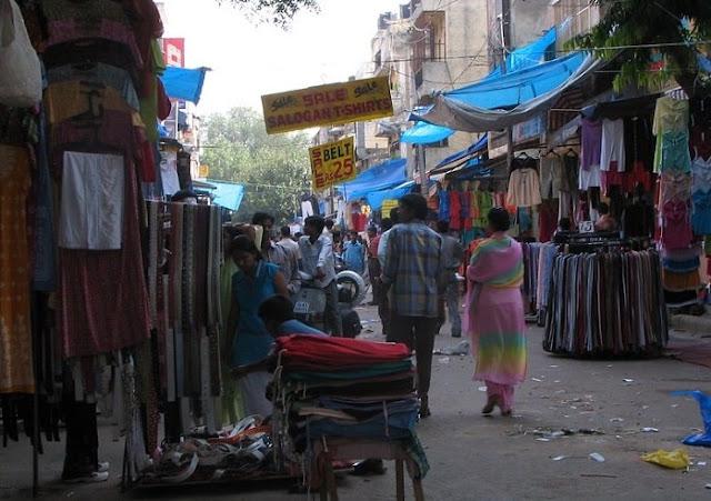 Sarojini Nagar Market, Best Places to Visit in Delhi