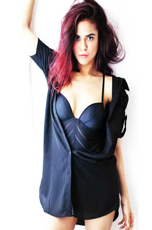 Sana Saeed Showed her Killer Figure, In Bikini!
