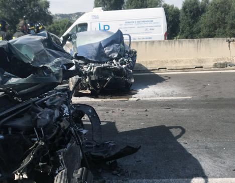 Auto contromano sulla SS16. Perdono la vita due anziani coniugi [VIDEO]