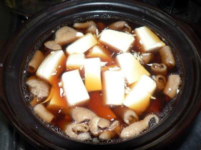 鍋には豆腐とモツ