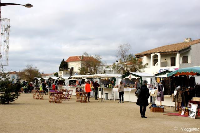 Il mercatino natalizio nella Piazza del Municipio