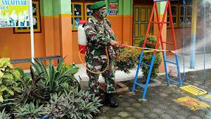 Minimalisir Penyebaran COVID-19, TNI dan Aparatur Desa di Lumajang Rutin Semprotkan Disinfektan
