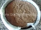 Tort krem a la krem preparare reteta blat - in forma, imediat ce a fost scoasa din cuptor
