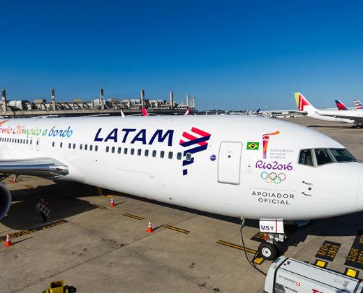 ¡AUMENTA EL ENCIERRO! Latam se va del país y realizará su último vuelo el 30 de julio