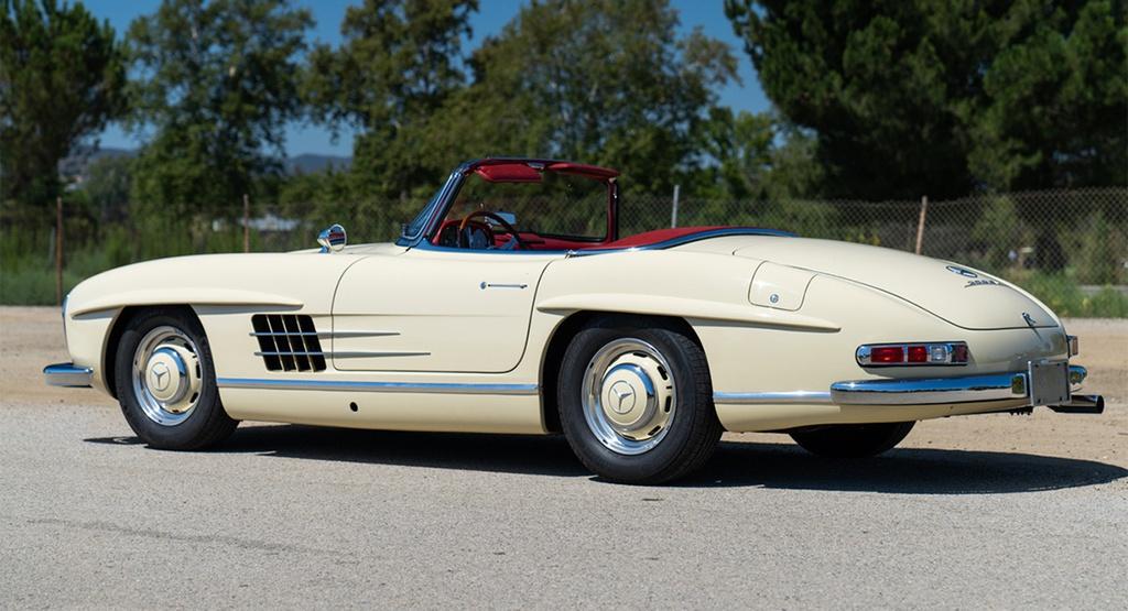 Xe cổ Mercedes-Benz 300 SL Roadster đời 1961 rao bán gần một triệu USD