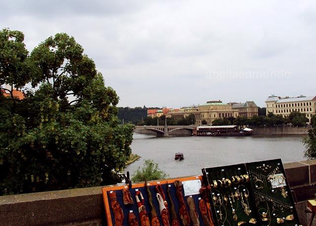 A Bella e o Mundo Ponte Carlos Praga