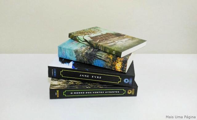 Livros das irmãs Brontë empilhados