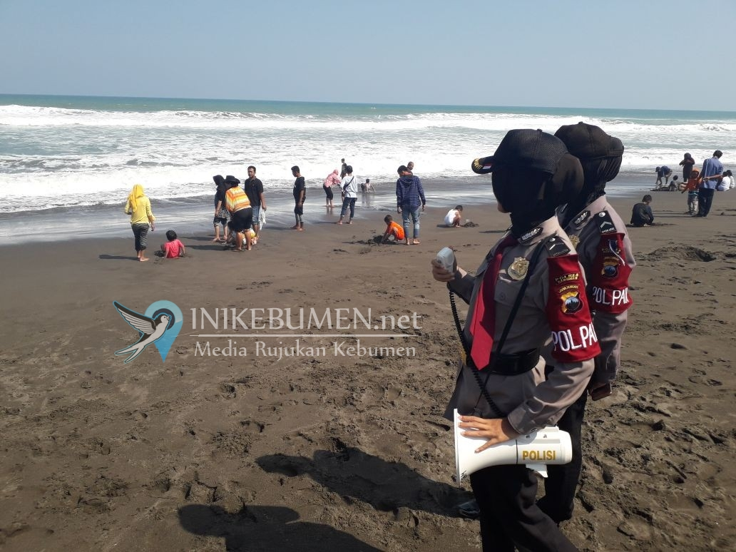 Dengan Pengeras Suara, Polisi Pariwisata Minta Wisatawan Tak Mandi di Laut
