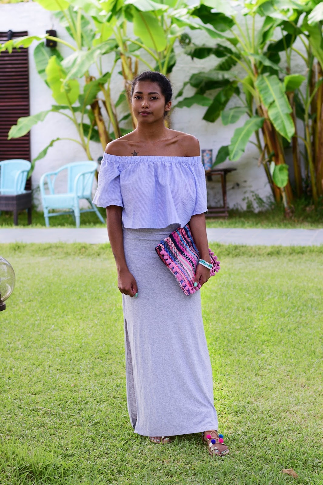 a casual way to style off shoulder tops with maxi skirts in summer