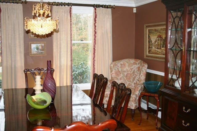 bright wall color for dining room