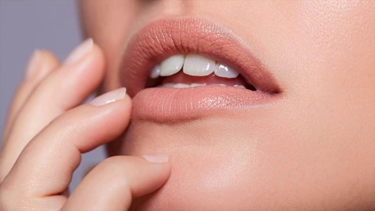 Image result for menggunakan lipstik nude