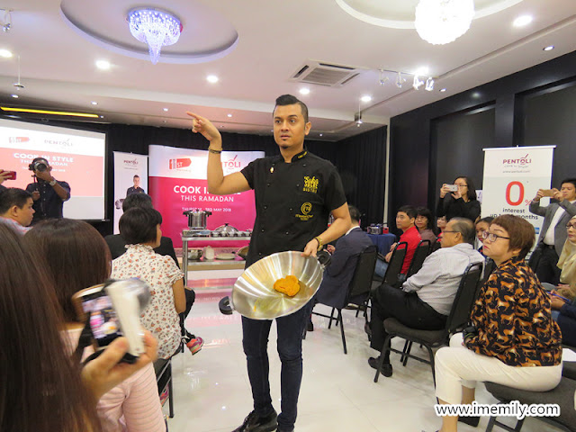 Dato' FazleyYaakob performed a cooking demo