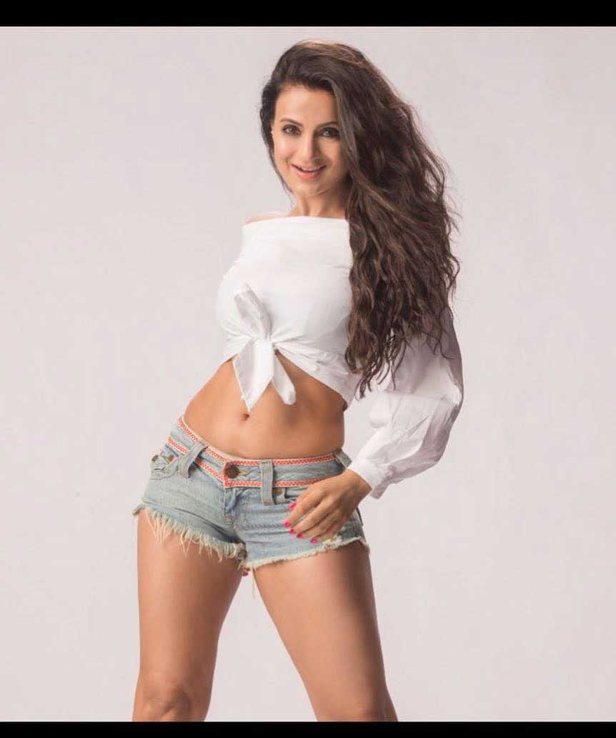 ameesha patel hot navel