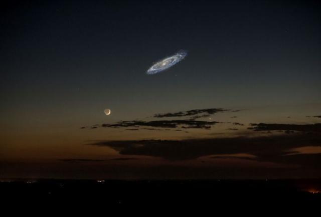 Thiên hà andromeda nhìn thấy trên bầu trời với kích thước thật