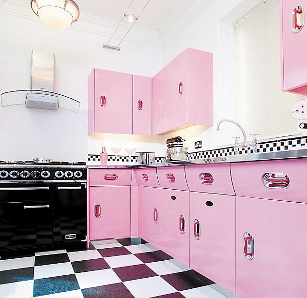 dapur dengan warna pink biru putih