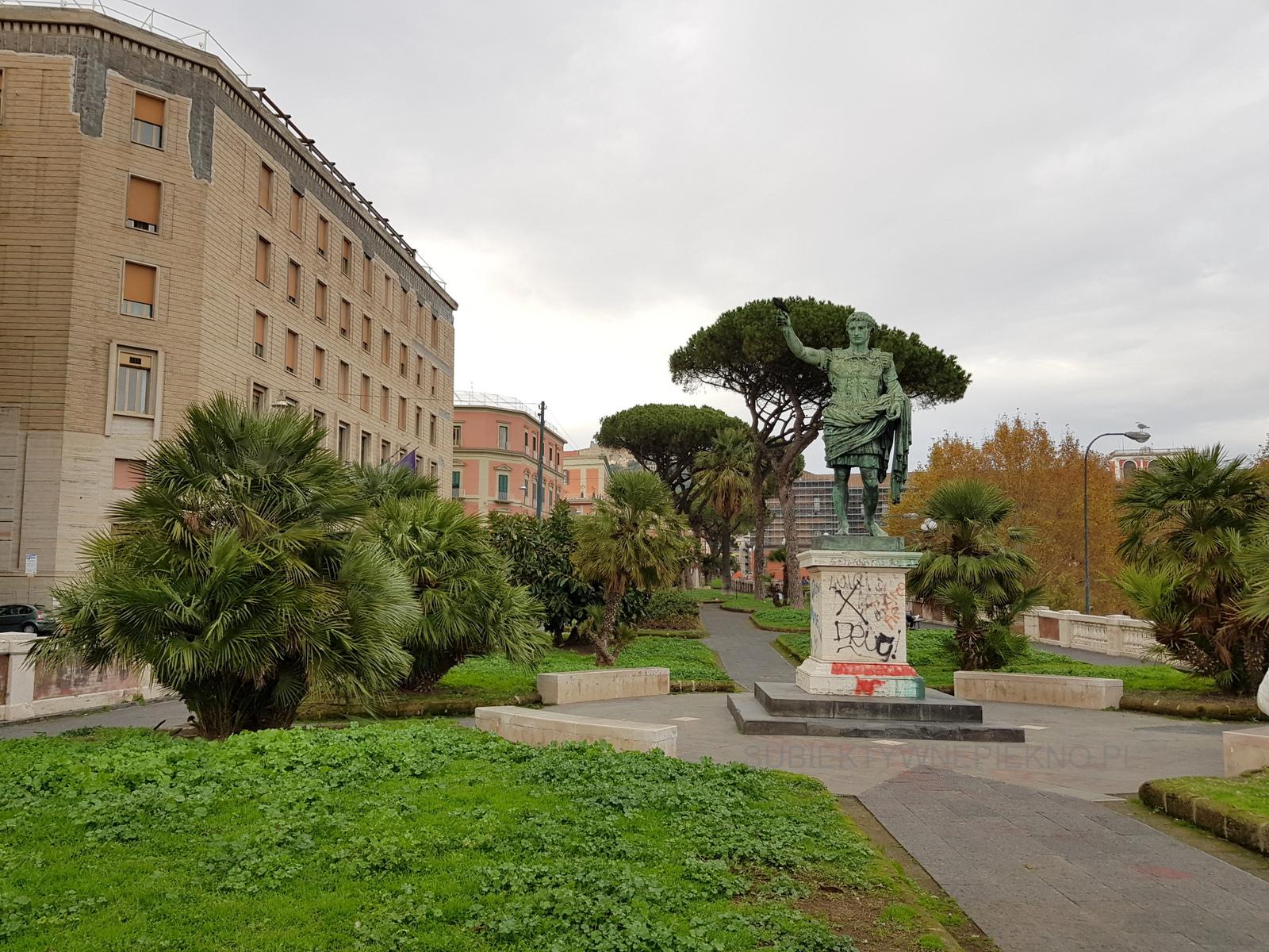 Pomnik Neapol Santa Lucia